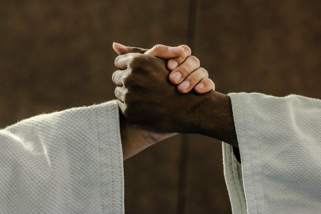 judokoiden kädenpuristus